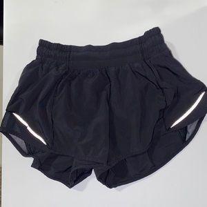 Women lululemon hotty hot II shorts